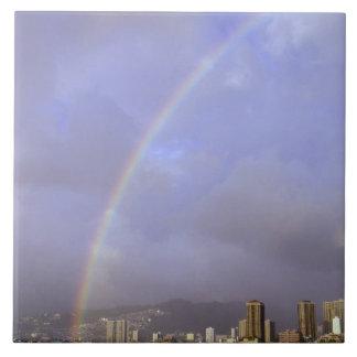 ホノルル、ハワイ、米国上の虹 正方形タイル大