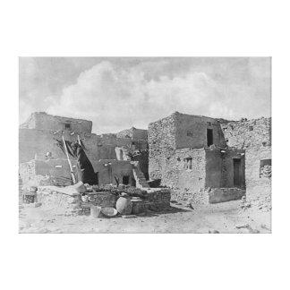 ホピー族(Moqui)のインディアンのヘビのKiva Oraibiの村落 キャンバスプリント