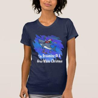 ホホジロザメのクリスマスの夢を見ること Tシャツ