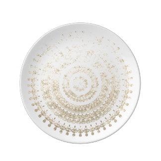 ホワイトゴールドのBohoの種族の円の曼荼羅金属Eff 磁器プレート