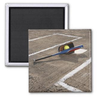 ホームベースのソフトボール、ソフトボールの手袋およびこうもり マグネット