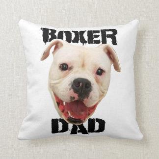 ボクサーのパパ犬 クッション