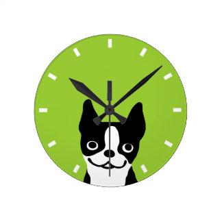 ボストンかわいくにこやかなテリア-カスタマイズ可能な色 ラウンド壁時計