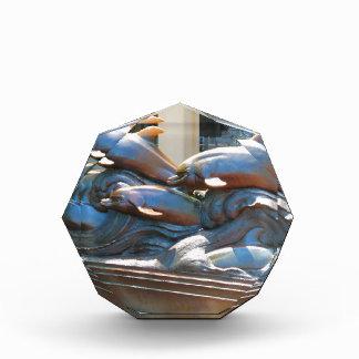 ボストンアクアリウム米国の近くのイルカのダンスの彫像 表彰盾