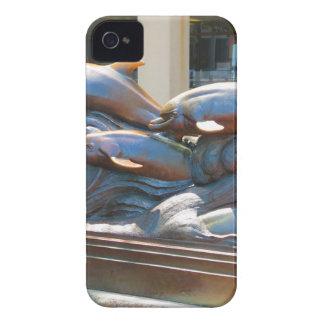 ボストンアクアリウム米国の近くのイルカのダンスの彫像 Case-Mate iPhone 4 ケース