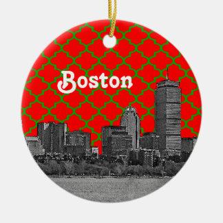 ボストンスカイラインは緑の赤いクローバーBGのクリスマスをエッチングしました セラミックオーナメント