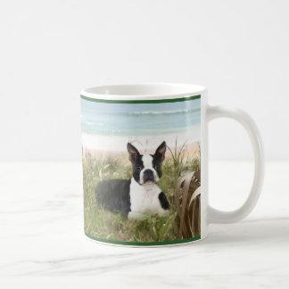 ボストンテリアはマグのBeachgrassを崇拝します コーヒーマグカップ