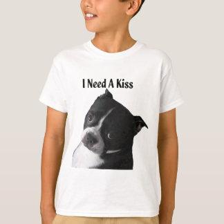 ボストンテリア:  私はキスを必要とします Tシャツ