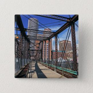 ボストン財政地区が付いている鉄の歩道橋 5.1CM 正方形バッジ