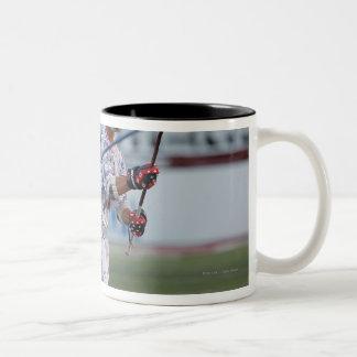 ボストン、MA - 7月9日:  Kyle Hartzell #81 ツートーンマグカップ