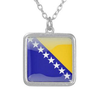ボスニアの光沢のある旗 シルバープレートネックレス