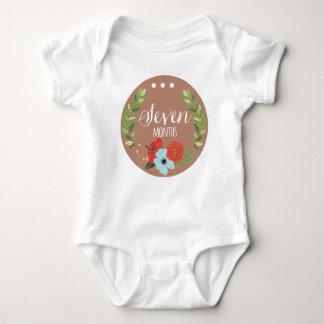 ボディスーツ7か月の女の赤ちゃん月の ベビーボディスーツ