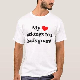 ボディーガードに私のハートがあります Tシャツ