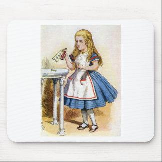 """ボトルは""""私を""""飲みなさい、そうすればアリスがことを言いました マウスパッド"""