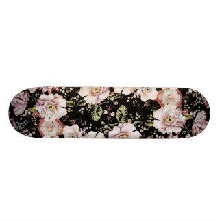 ボヘミアのフランスのな国のシックで黒い花柄 スケートボード