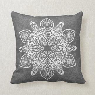 ボヘミアの粋な曼荼羅パターン|装飾用クッション クッション