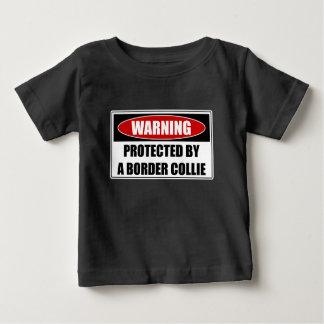 ボーダーコリーによって保護される ベビーTシャツ