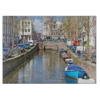 ボートが付いているアムステルダム運河 カッティングボード