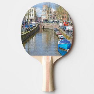 ボートが付いているアムステルダム運河 卓球ラケット