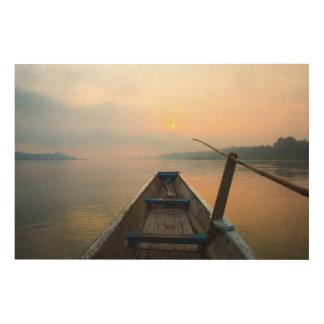 ボートが付いている湖を離れた朝 ウッドウォールアート