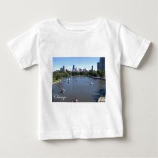 ボートとのシカゴのスカイライン ベビーTシャツ