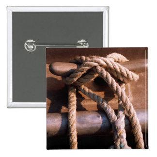 ボートのタイに結ばれるロープ 5.1CM 正方形バッジ