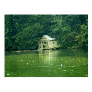 ボートハウスが付いている緑湖 ポストカード