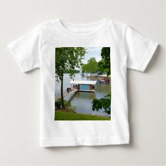 ボートハウスへの夏道の不精な日 ベビーTシャツ