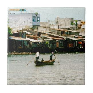 ボート- Saigonの川の2人 正方形タイル小