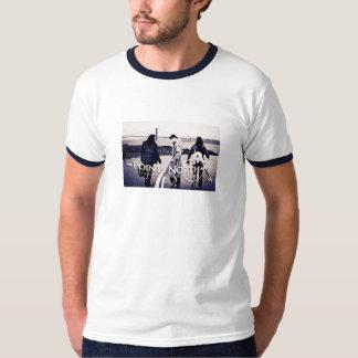 """ポイント北の""""サンフランシスコのスカイライン""""の-信号器 Tシャツ"""