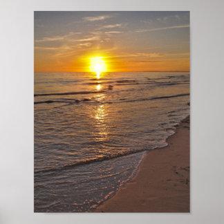 ポスター: ビーチによる日没 ポスター