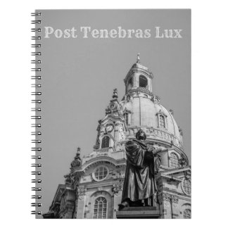 ポストのTenebrasのルクスのノートの薄い灰色の文字 ノートブック