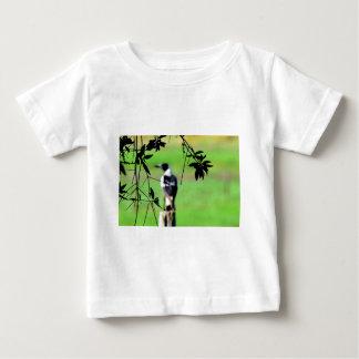 ポスト田園クイーンズランドオーストラリアのカササギ ベビーTシャツ