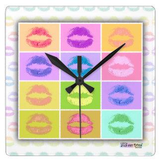 ポップアートのインスパイア口紅のキスの柱時計 スクエア壁時計