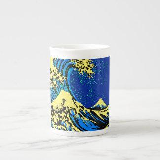 ポップアートのスタイルのアクセントのHokusaiの素晴らしい波 ボーンチャイナカップ
