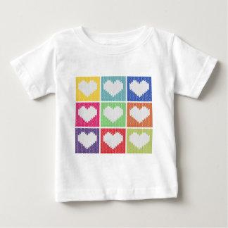 ポップアートのハートのオーナメント ベビーTシャツ