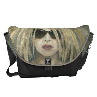 ポップ・アートのなパンクのGrrrlのモダンな絵画の女性ポートレート メッセンジャーバッグ