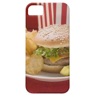 ポテトチップスおよびgherkinが付いているチーズバーガー iPhone SE/5/5s ケース