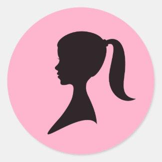 ポニーテールを搭載する女の子のプロフィール ラウンドシール