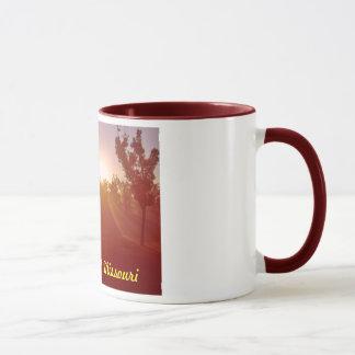 ポプラの絶壁のミズーリの朝の霧 マグカップ