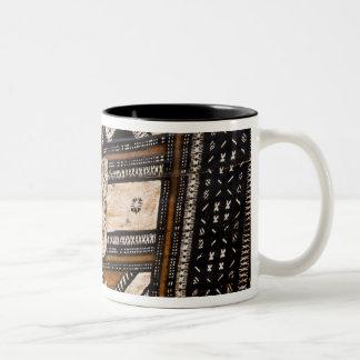 ポリネシア、トンガ王国。 樹皮布の詳細 ツートーンマグカップ