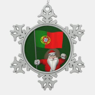 ポルトガルの旗を持つサンタクロース スノーフレークピューターオーナメント