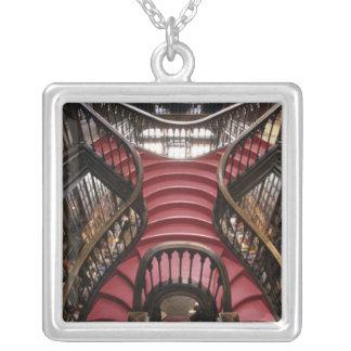 ポルトガル、オポルト(ポルト)。 歴史的の階段 シルバープレートネックレス