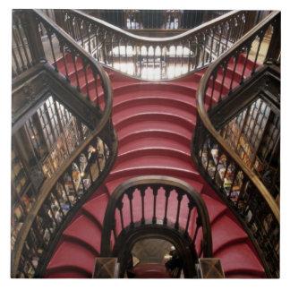 ポルトガル、オポルト(ポルト)。 歴史的の階段 タイル