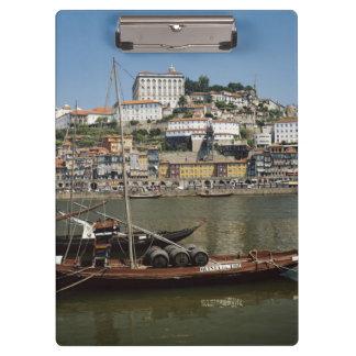 ポルトガル、ポルトのワインバレルが付いているボート クリップボード