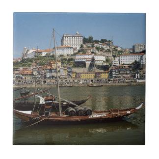 ポルトガル、ポルトのワインバレルが付いているボート タイル
