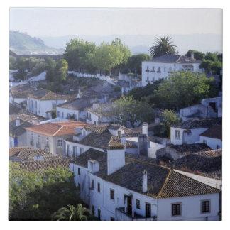 ポルトガル、Obidos。 水漆喰を塗られるの高い眺め タイル