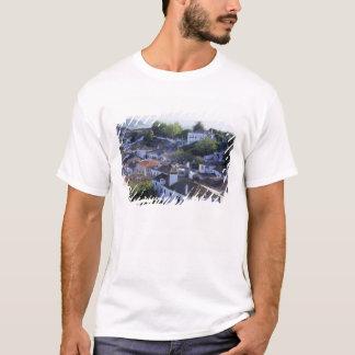 ポルトガル、Obidos。 水漆喰を塗られるの高い眺め Tシャツ