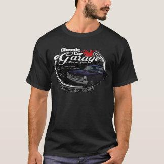 ポンティアクが付いているクラシックな車のガレージ Tシャツ