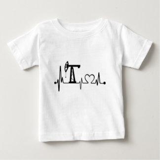 ポンプジャックの心拍 ベビーTシャツ